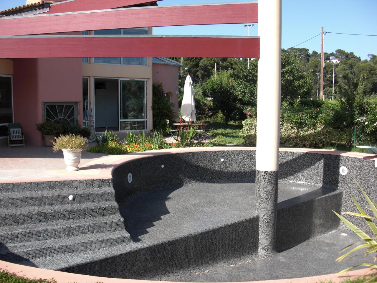 Pose carrelage piscine traditionnelle marseille nos for Piscine b24